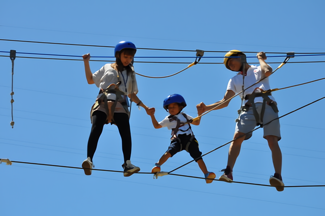 親も子どもも夢中になれる! 関西の大人向けアスレチック10選