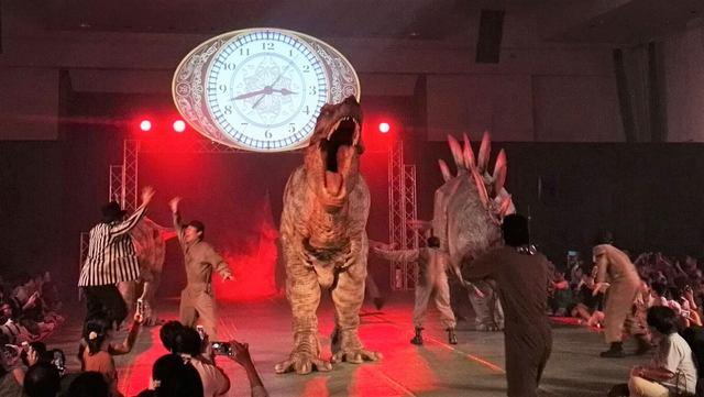 冬休みに大規模「恐竜ライブショー」開催! 大迫力に家族で夢中