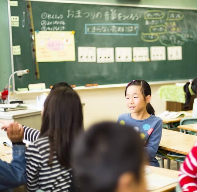 小学校「2学期制」なぜ導入? 3学期制との違い&メリットとは | 子供と ...
