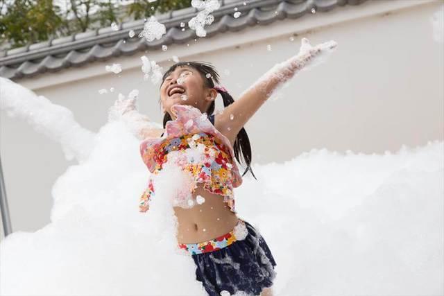 子供向け1日遊べる大型水遊び! 「うんち」テーマに大はしゃぎ