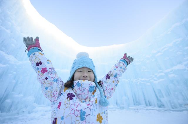 親子におすすめの「遊べる雪まつり」11選 雪遊び&スケートも!