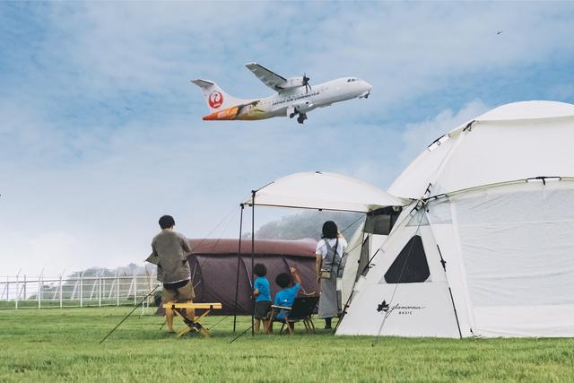 但馬空港に「間近で飛行機が飛ぶ」キャンプ場 展示機体の見学も