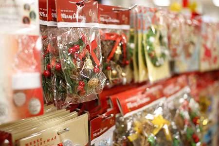 いよいよクリスマスも近づいて、街はクリスマスのイルミネーションや飾りでなんだかちょっぴりワクワク気分♪ でもクリスマスケーキやクリスマスプレゼント、