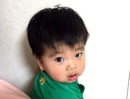 みなさん、こんにちは。11カ月になった息子の髪の毛が多くて悩んでいる、「いこーよ」編集部の西條です。9カ月のときに1度カットしてもらったのですが、もうこんなに