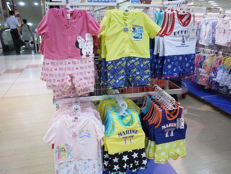 7990d89a332 「水遊び着は、赤ちゃん本舗では数年前から、展開をはじめた商品ですが、とても人気があります」(アカチャンホンポ・伊藤明代さん)