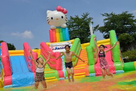 大人無料!泡で遊べるアトラクションも!最新の水遊び広場