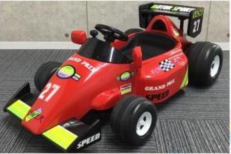 1歳からOK!大きなF1カーに乗ってコースを走ろう!