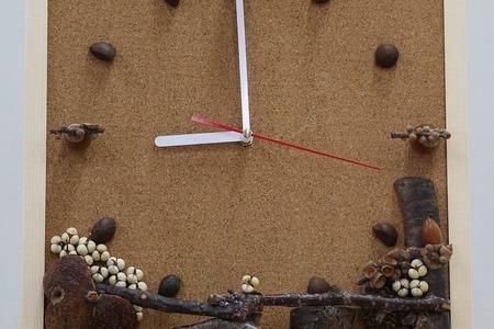 木の実を使ってオリジナルの時計をつくろう!「森の時計づくり」