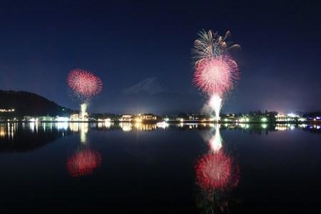 河口湖で冬の花火大会開催!