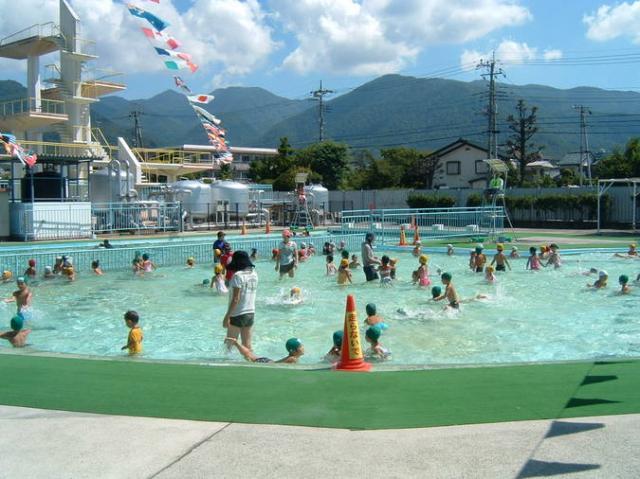 緑が丘スポーツ公園(屋外プール)