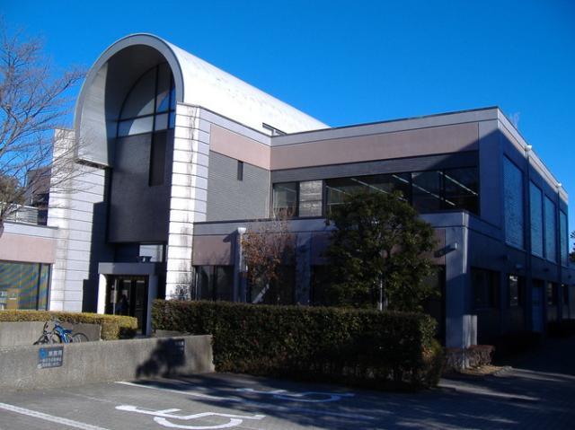 横浜市旭図書館