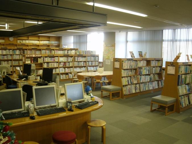 図書館は落ち着いて最高