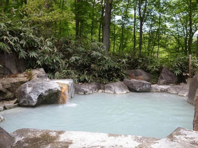 燕温泉「黄金の湯」「河原の湯」