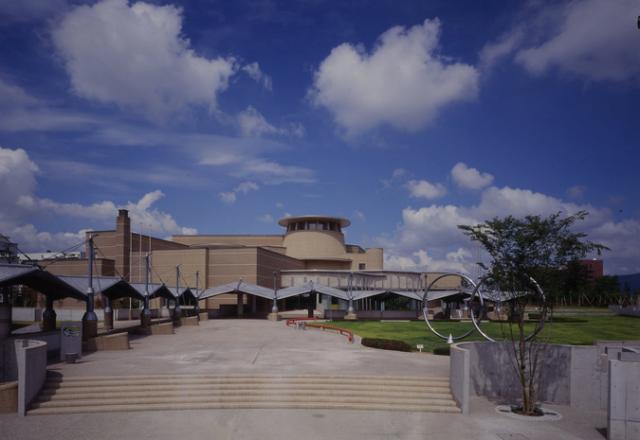 高岡市美術館