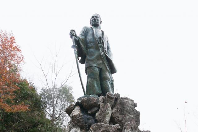 吉村虎太郎銅像