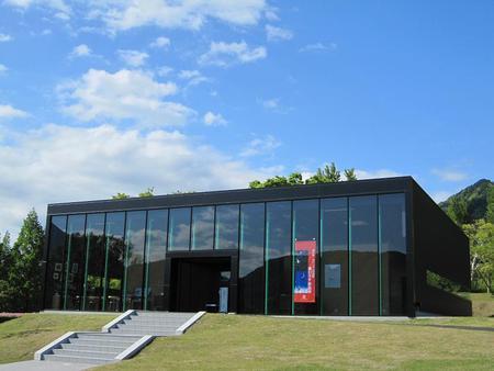 富士川・切り絵の森の美術館