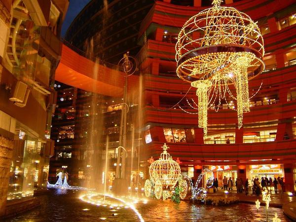 「福岡市」がガチの都会過ぎてビビった。東京在住歴8年だけど池袋とか新宿と比べても遜色ないレベルだと思う  [502016552]->画像>57枚