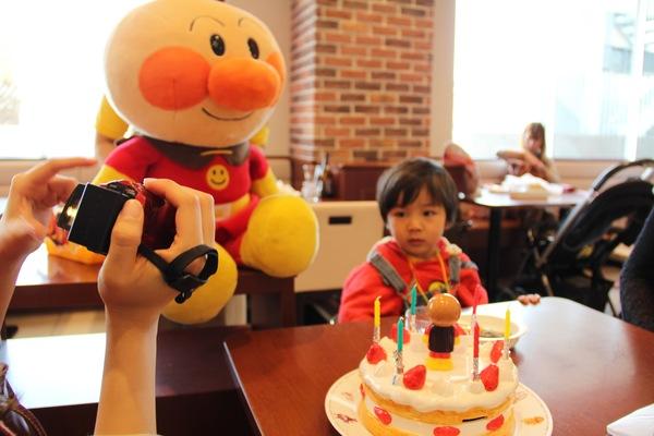 アンパンマン満喫 アンパンマンに会いに行こう お誕生日祝いも 神戸